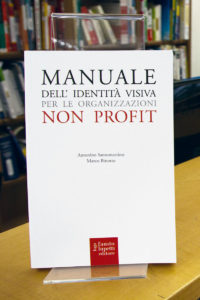 copertina manuale identita visiva